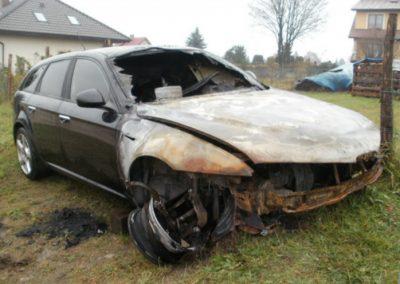 PaulaCar - Rdzewiejący samochód powypadkowy
