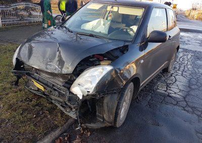 PaulaCar - Uszkodzony samochód na poboczu